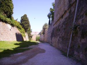 Im ehemaligen Wassergraben um Rhodos Stadt